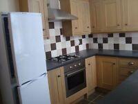 Spacious, attractive 2 bedroom flat in Norbury, SW16, *NO FEES*