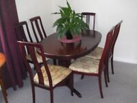 ***** Extending Dining Table and 6 Chairs *****
