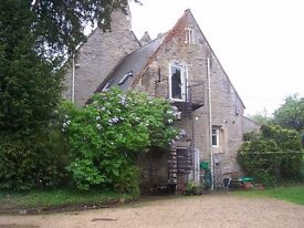 1 bedroom annexe, with open plan kitchen and living room in Lacock, furnished with parking. Views