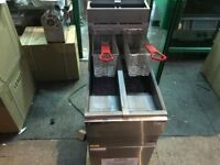 CATERING COMMERICAL KITCHEN BRAND NEW GAS TWIN TANK FRYER CUISINE TAKE AWAY COMMERCIAL KITCHEN KEBAB