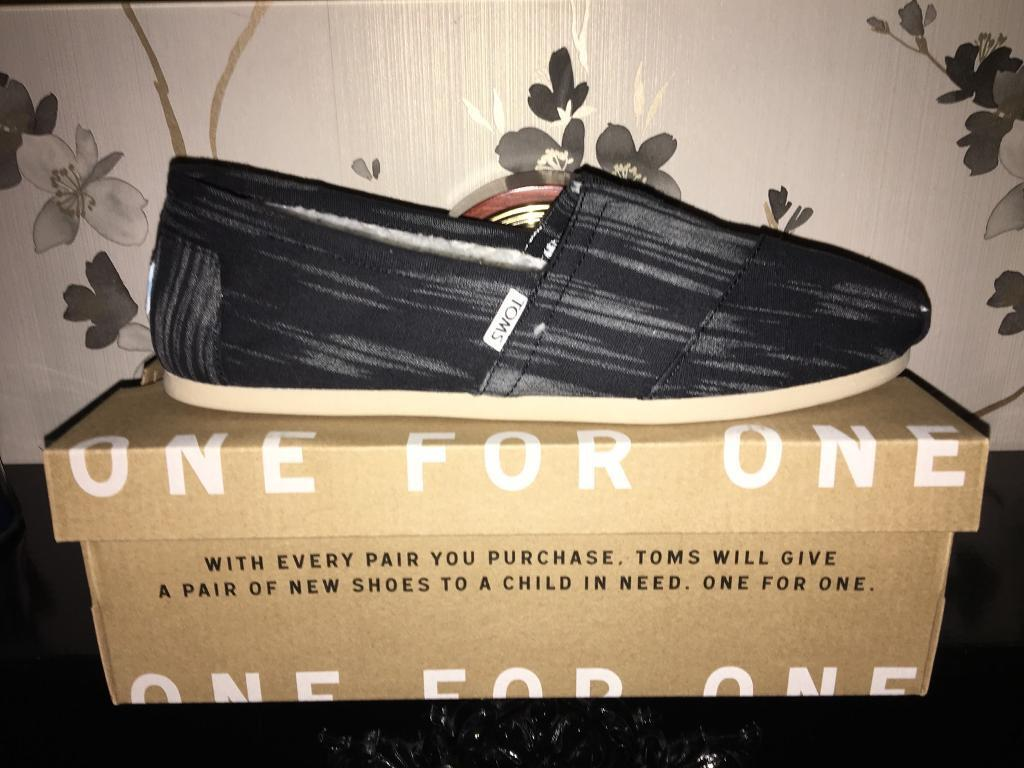 Genuine Toms Size 9 Slippers