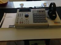 Akai MPC 2000XL Manual included, Traxdata SCSI CD Drive and Shure SRH440 Headphones . Only £350!!!