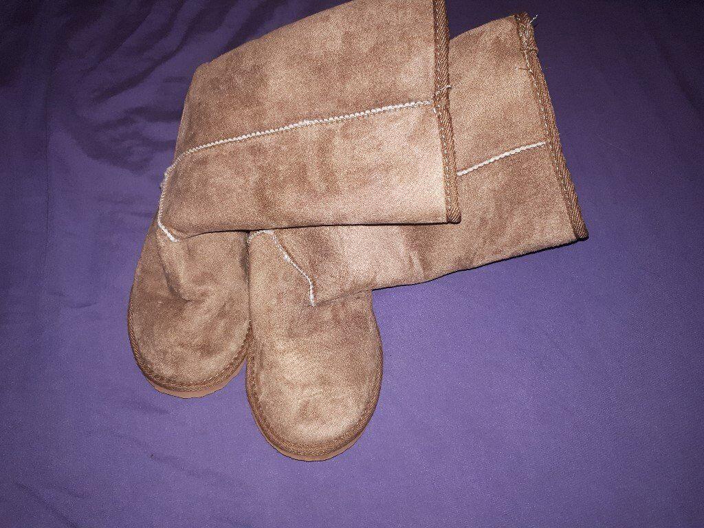 Nude Koala fleece lined Slipper/Boots - size 4