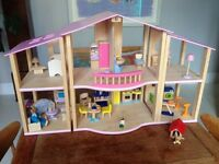 Pintoy/John Crane open plan wooden dolls' house with furniture