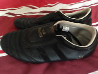 Adult MA Training shoes – Black/Black size UK 8 and new Gold Gym focus mitts