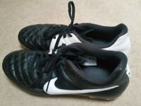 Black and White Nike Tiempo Size 6/7 Football Boots
