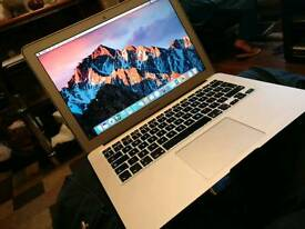 "*Very Good Condition Apple MacBook Air 13"" 1.7 Intel core i5. 4gb ram 128SSD mid 2011"