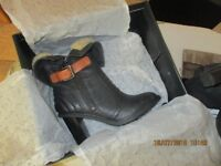 CLARKS FUR BOOT SIZE 3