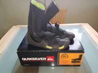 Quicksilver size 7 wetsuit boots
