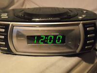 STEREO ALARM CLOCK WITH CD PLAYER