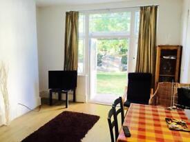3 bedroom flat in 21 North End Road, Golders Green