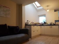 DOUBLE ENSUITE ROOMS IN HOUSE SHARE AVAILABLE