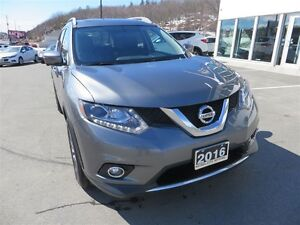 2016 Nissan Rogue SL Premium *AWD *Heated Leather *Pano Roof