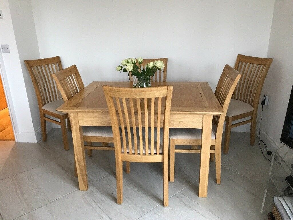 46 seater dining table with chairs  in wandsworth