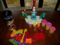 Toy: Childrens cash till, bank notes, coins with basket and extras.