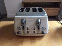 De'Longhi Vintage Icona 4-Slice Toaster - Cream