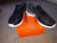 Nike UK 10.5 mens trainers