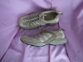 Ladies (Clarks) Trainer - Beige - Size 5.5. Like NEW.
