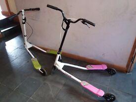 Kids 3 wheel scooter (Flicker) x 2 green/pink