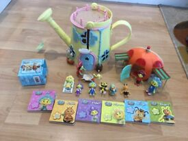 Fi Fi play house with figures and books complete