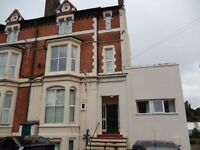 * Well Presented Furnished 1 Bed Ground Floor Flat * Close To The Town Centre * Off Road Parking