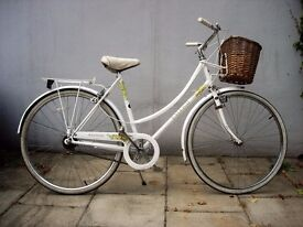 Ladies Commuter/ Town Bike by Raleigh, White, Great Condition!!!, JUST SERVICED/ CHEAP PRICE!!!!!!!!
