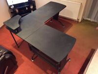 Computer / gaming table - excellent size