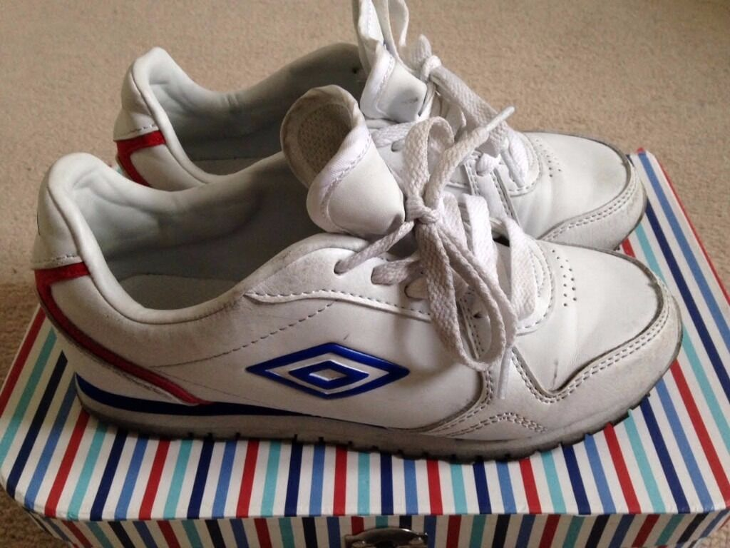 Boys white Umbro Newhaven trainers size 2 Junior