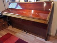 Monington & Weston upright piano in very nice condition