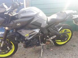 Yamaha MT10 night fluro 750miles from new
