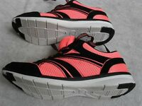 RUNNING EXERCISE TRAINERS, ULTRA LIGHTWEIGHT, BREATHABLE MESH UPPERS, SIZE 6