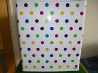 WHITE WITH POLKA DOTS HUSKY COUNTER/TABLE TOP FRIDGE/DRINKS COOLER IN EXCELLENT CONDITION