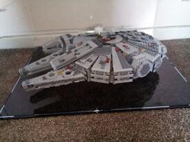 LEGO Millenium Falcon 75105 AND Display Case