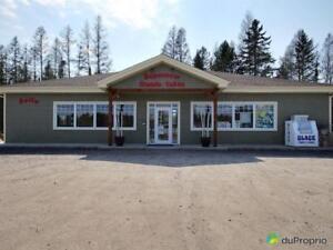 535 000$ - Commerce de détail à vendre à Chertsey