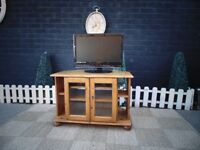 PINE CORNER TV CABINET VERY SOLID UNIT IN EXCELLENT CONDITION 81/53/54 cm £45