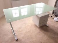 Computer Desk PC Table Office Furniture Work Station Glass Top and 3 Side Drawers in GREAT condition