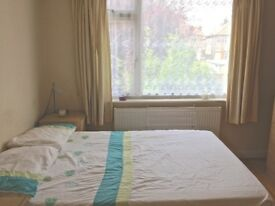 A bright & Spacious double room in a friendly and clean house in Colindale