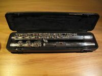 Yamaha YFL 211 Flute. Excellent condition. Also music stand and flute stand and two books.