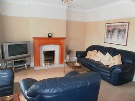 A SUPERB 2 bedroom Upper Flat, light and spacious property! EARLY VIEWING a must!