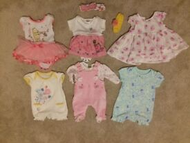 Baby girls Tiny baby clothes, excellent condition, everything included!