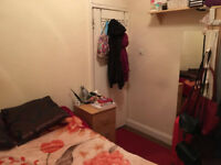 Furnished double room in flat with bills incl in West Hampstead Dec-Feb, near Royal Free