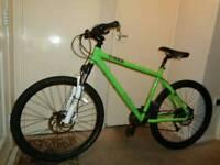 Genesis (core 30) hydraulic disc brakes mountain bike (shimano deore)