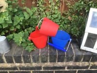 Scrunch Buckets x3 in excellent condition silicon red & blue