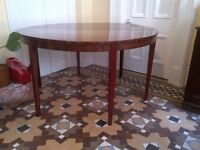 beautiful old vintage mahogany table in very good condition can deliver