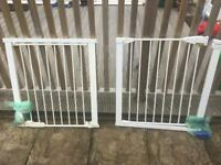 Pressure fit Lindham safety gates in very good condition.