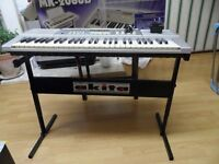 Akita Keyboard full size with stand + charger very good condition