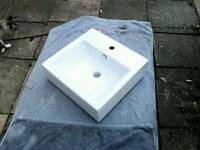 New Modern porcelain bathroom basin