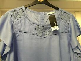 LADIES SHORT SLEEVED TOP. SIZE 24. BRAND NEW