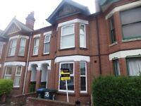 Double en-suite room to rent near City Centre - Clara Street