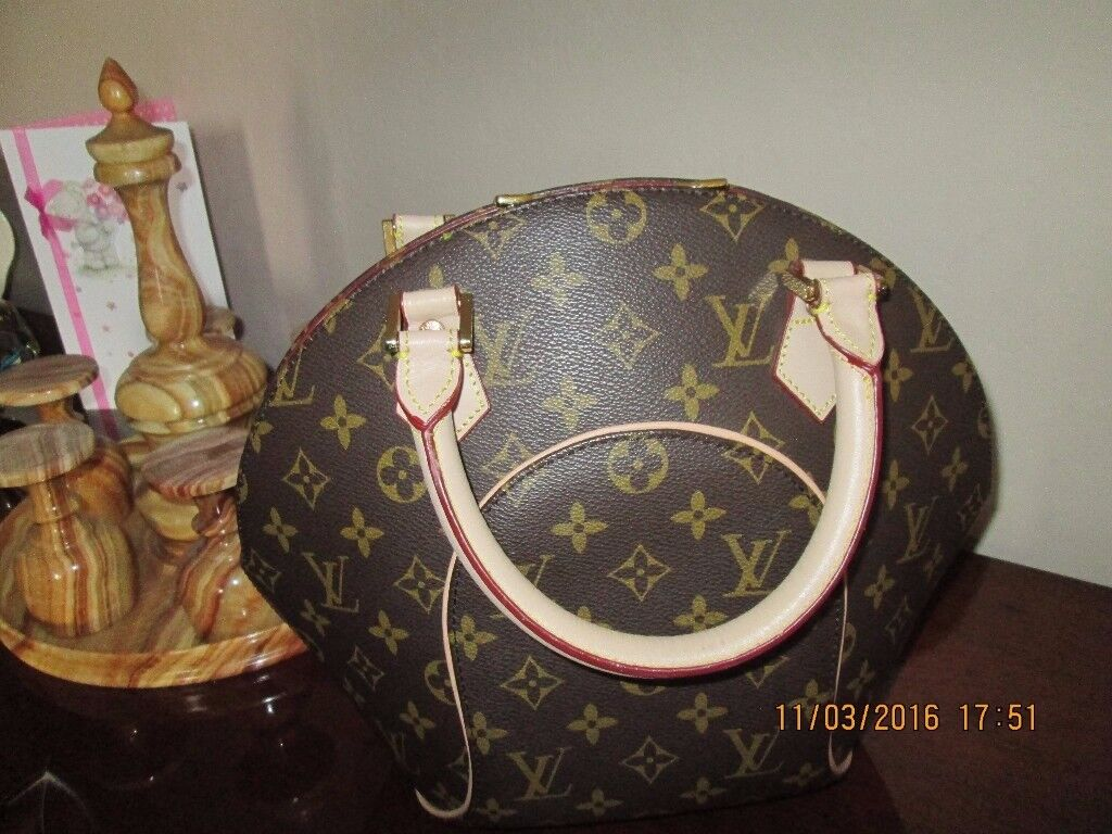 ladies brown leather handbag in excellent condition